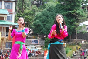 Dolma Tsering and Tsering Chungtak singing in the opening ceremony